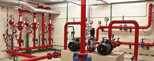 Sprinklermonteur - Das Bild zeigt einen Sprinkleranlage